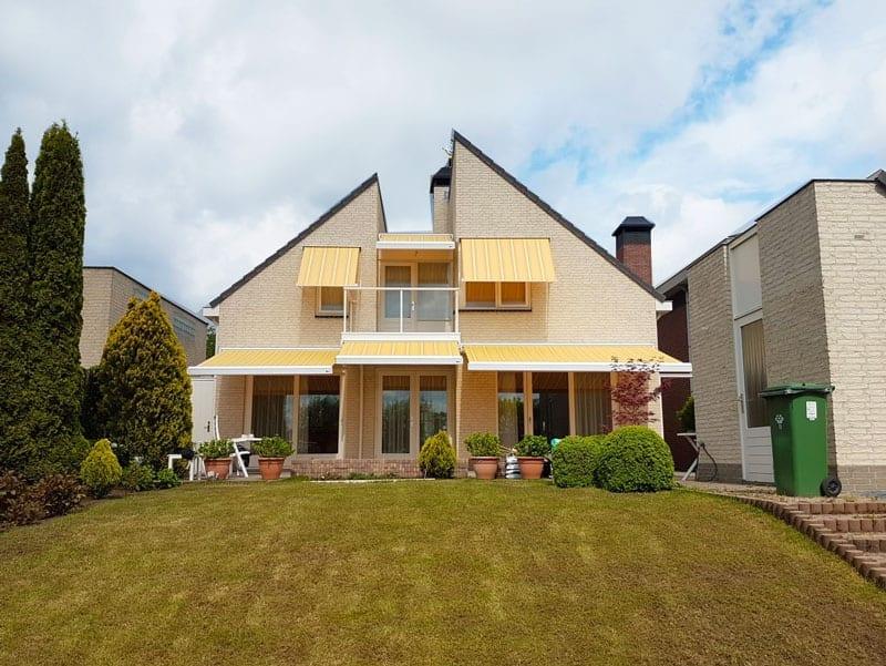 Uitvalschermen zonwering buitenshuis geel